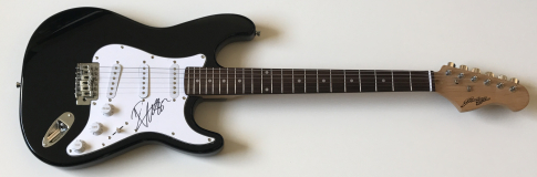 Russell Crowe Signed Electric Guitar – £199